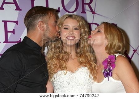 LOS ANGELES - OCT 25:  Joey Lawrence, Taylor Spreitler, Melissa Joan Hart at the Taylor Spreitler's 21st Birthday Party at the CBS Radford Studios on October 25, 2014 in Studio City, CA