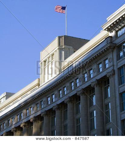 Edifício com a bandeira dos EUA