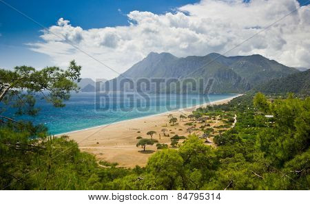 long sea beach surrounded by mountains