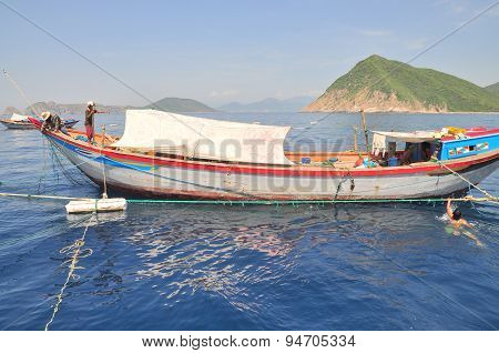 Nha Trang, Vietnam - May 4, 2012: Fishing Boats Are Preparing To Trawl In The Sea Of Nha Trang Bay I