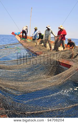 Nha Trang, Vietnam - May 5, 2012: Fishermen Are Trawling For Tuna Fish In The Sea Of Nha Trang Bay I
