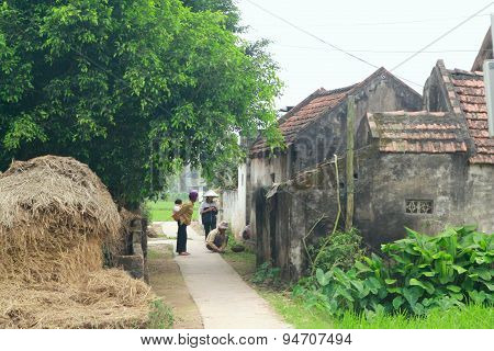 Nam Dinh, Vietnam - March 28, 2010: A Pathway To Village In A Rural Area In The Countryside Of The N