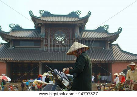Ninh Binh, Vietnam - March 29, 2010: An Old Woman Is Counting Money In Front Of The Bai Dinh Pagoda,