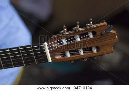 Acoustic Guitar's Fretboard Head