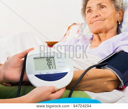 Using Digital Blood Pressure Gauge
