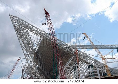 Stadium Roof Ridge Trusses And Cranes
