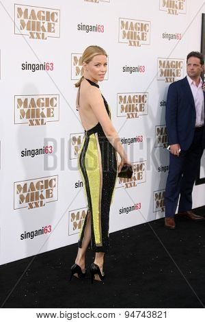 LOS ANGELES - JUN 25:  Elizabeth Banks at the