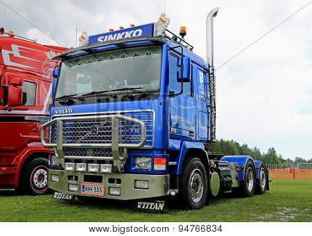 Blue Volvo Truck Tractor F16 at Riverside Truck Meeting 2015