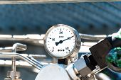 foto of pressure  - Pressure gauge to measure pressure in the system - JPG