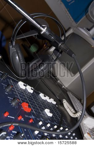 Sound mixer console and headphones