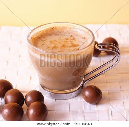 Kaffeezeit - Cappuccino mit Schokolade