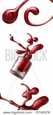 botella de esmalte de uñas rojo con salpicaduras aisladas sobre fondo blanco