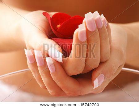 mãos bonitas no banho