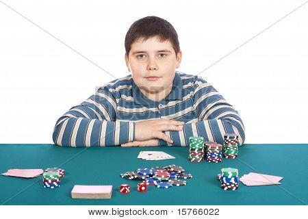 Junge spielen Poker