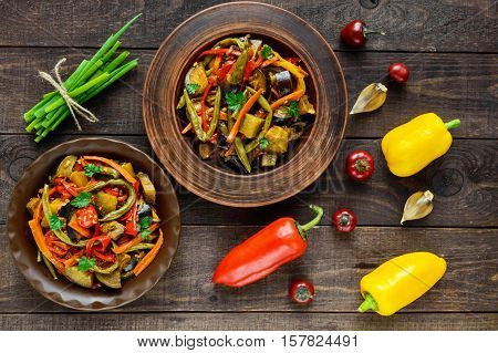 Vegetable stew (salad): bell pepper eggplant asparagus beans garlic carrot leek. Bright spicy aromatic dishes. Menu of Italian cuisine. The top view.