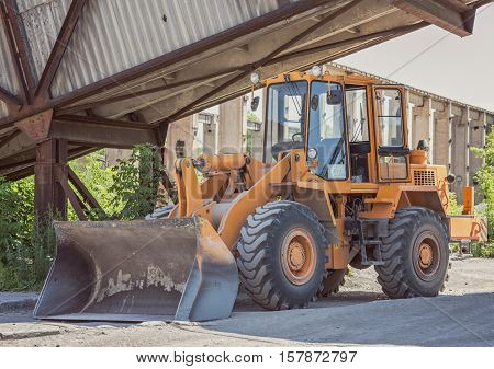 bulldozer in the factory, photo stock industrial plant