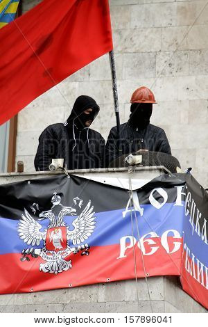 Donetsk separatists on the building of the regional state administration April 2014
