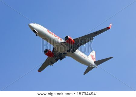 CHIANGMAI , THAILAND - SEPTEMBER 8 2014: HS-LTI Boeing 737-900ER of Thai lion air airline , landing to Chiangmai airport from Bangkok Don Muang Airport, thailand.