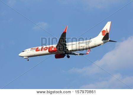 CHIANGMAI , THAILAND- FEBRUARY 19 2014: HS-LTH Boeing 737-900ER of Thai lionair airline , landing to Chiangmai airport from Bangkok Don Muang Airport, thailand.