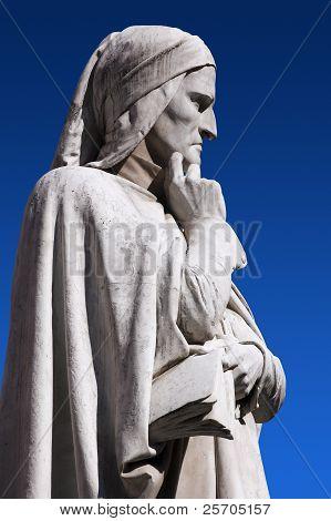 Statue of Dante Verone (Verona) Italy