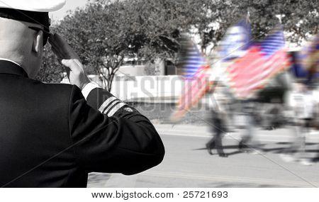 Oficial da Marinha, saudando os veteranos em desfile