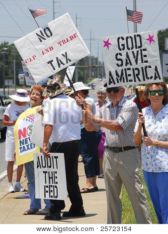 PENSACOLA, FLORIDA - JULY 4: Tea Party attendees gather as part of nationwide rallies to protest government spending and waste on July 4, 2009 in Pensacola, Florida.