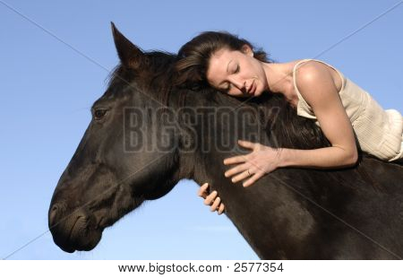 Frau und Pferd