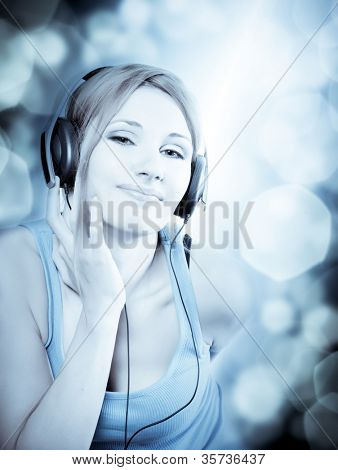 bela mulher sexual em fones de ouvido