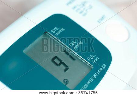 tonometer. Measurement of arterial pressure.