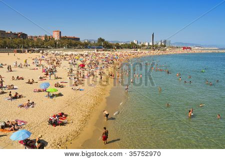 BARCELONA, SPAIN - AUGUST 16: Bathers in Nova Icaria Beach on August 16, 2011 in Barcelona, Spain. This beach, 400 m long, arised with the urban redevelopment on the occasion of the 1992 Olympic Games