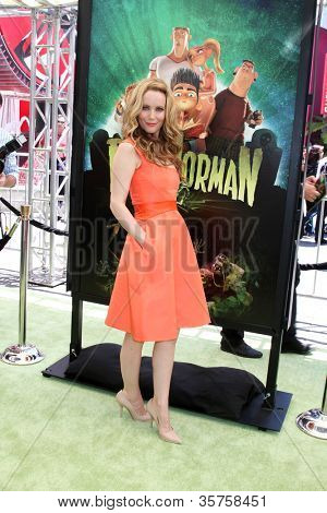LOS ANGELES - AUG 5:  Leslie Mann arrives at the