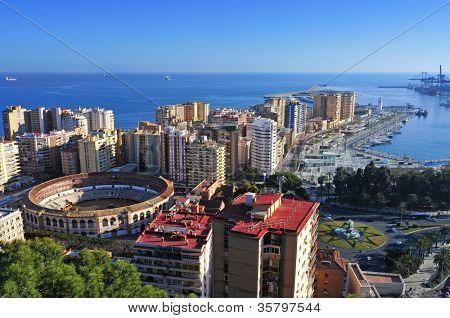 vista aérea del barrio de la Malagueta y Plaza de toros de La Malagueta en Málaga, España