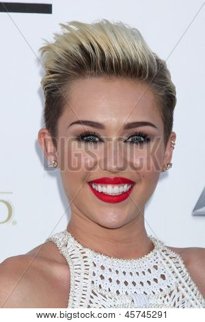 LOS ANGELES -  MAY 19:  Miley Cyrus arrives at the Billboard Music Awards 2013 at the MGM Grand Garden Arena on May 19, 2013 in Las Vegas, NV