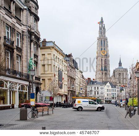 Antwerpen. Blick auf die Kathedrale der Heiligen Mutter Gottes.