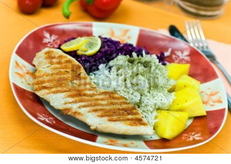 Turkey Breast Grilled With Red Cabbage And Mango