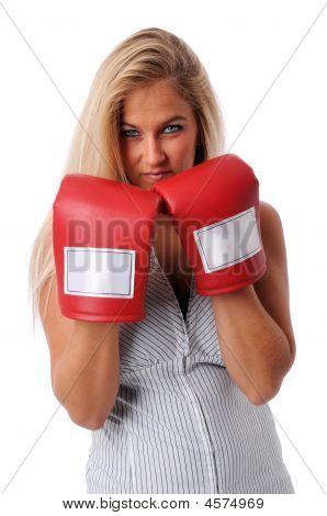 Zakenvrouw met trainings-handschoenen