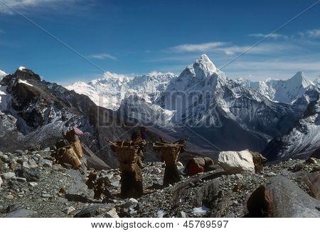 Sherpanis Carrying Climbing Loads