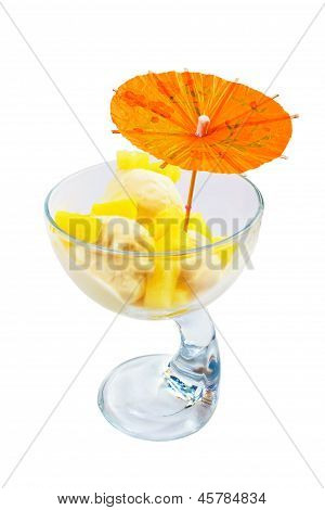 ice cream food and cup isolated white background clipping path