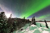Intenso despliegue de Northern Lights Aurora borealis