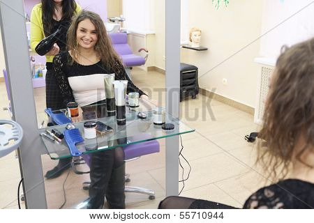 the image of a girl in a beauty parlour