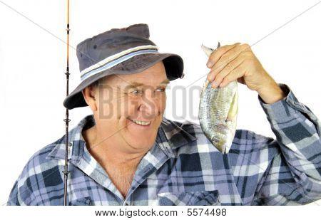Pescador orgulhoso