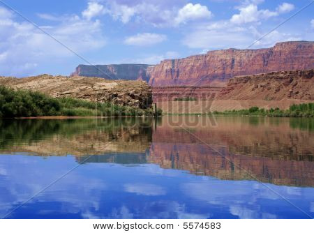 Reflection of canyon wall, Colorado River in Glen Canyon : Bigstock