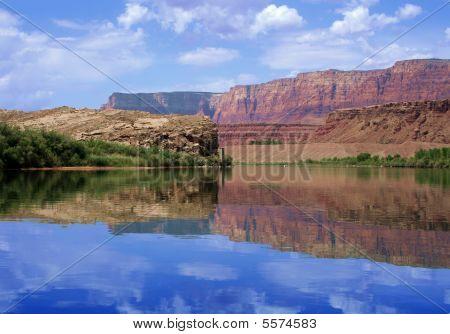 Reflection of canyon wall, Colorado River in Glen Canyon : Bigstock