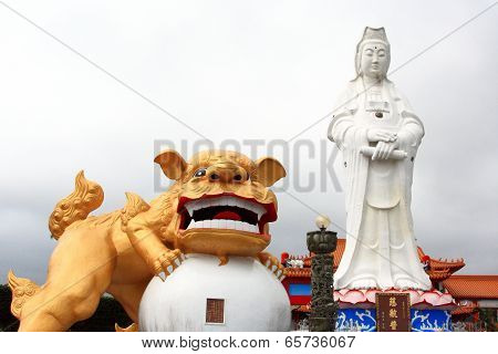 Bodhisattva and guardian lion of Keelung City