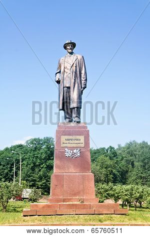 Vdnkh, Monument Michurin
