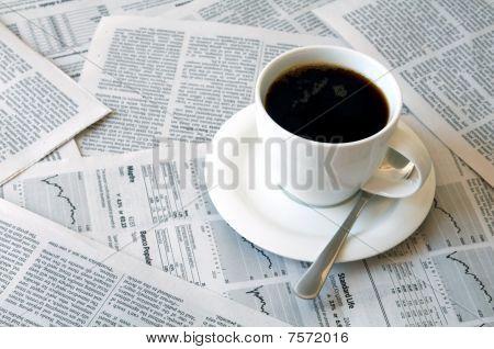 Café sobre jornal