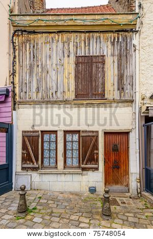 Old house/apartment in disrepair in Amiens, Paris, France.