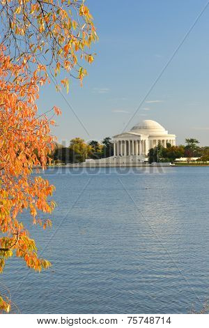 Washington DC, Thomas Jefferson Memorial in Autumn