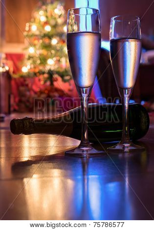 Silvester, 2 Glasses, Champagne And A Christmas Tree