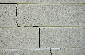 picture of foundation  - Crack in a cinder block building foundation - JPG